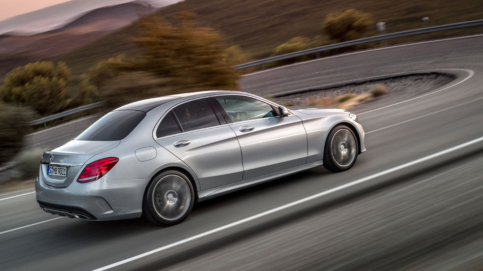 Mercedes Intelligent Hybrid, ahorra leyendo la carretera