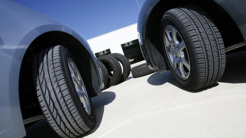 Los mejores y los peores neumáticos, según la OCU