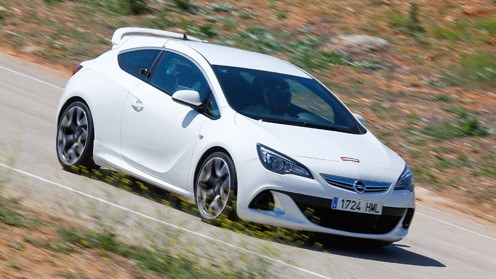 El Opel Astra OPC, en circuito