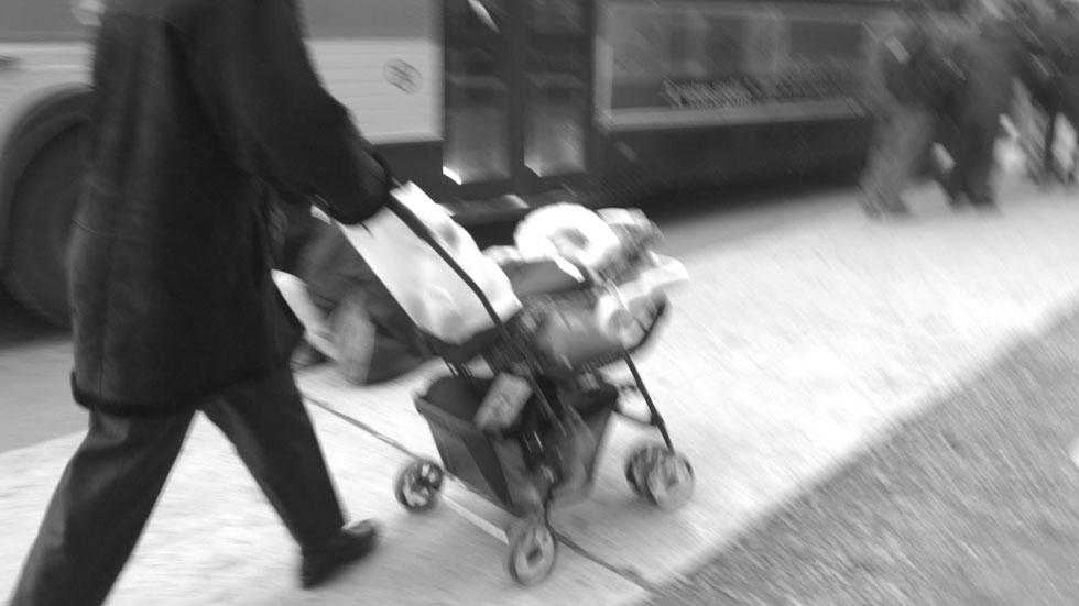 Prisión por cruzar con el carrito sin mirar en un accidente que costó la vida a un bebé