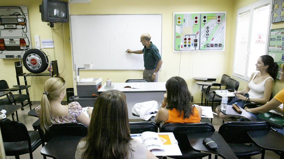 Los profesores de autoescuela podrán trabajar sábados y domingos
