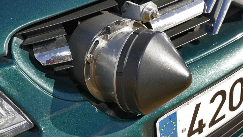Llega el radar móvil en coche que simula una avería