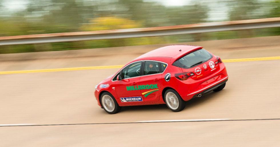 Récord mundial de velocidad media en Diesel para el Astra