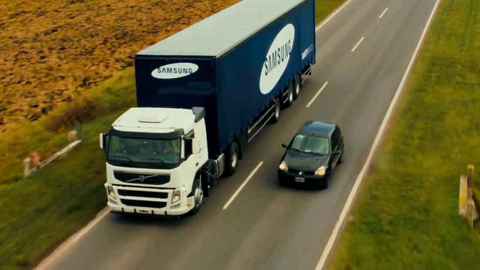 Las pantallas que pueden salvarte la vida al adelantar a un camión