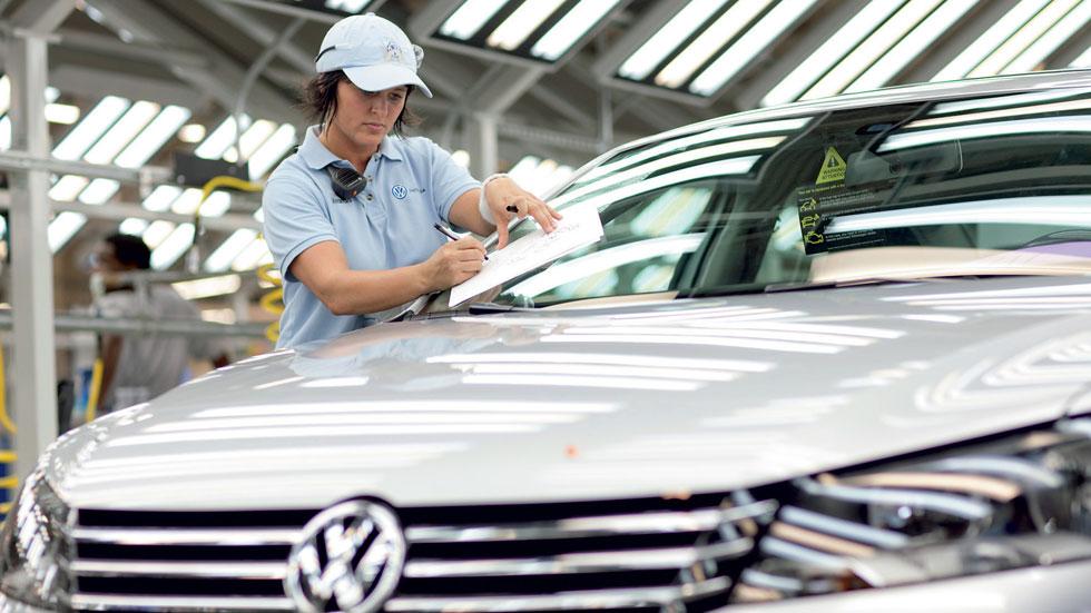 Los sueldos de los trabajadores de la industria del motor suben un 15 por ciento durante la crisis