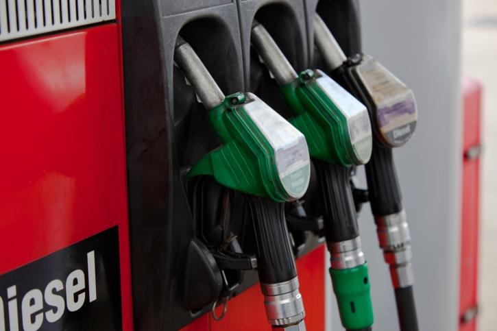 Tercera bajada consecutiva del precio de los carburantes