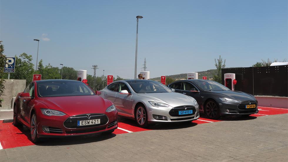 Tesla inaugura el primero de sus supercargadores en España