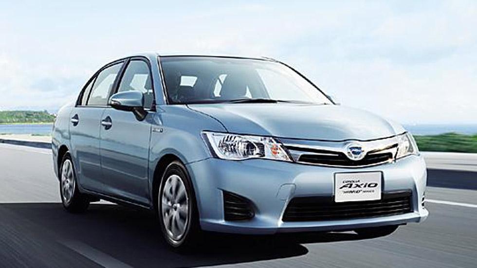 Toyota Corolla Axio y Fielder Hybrid, a la venta en Japón