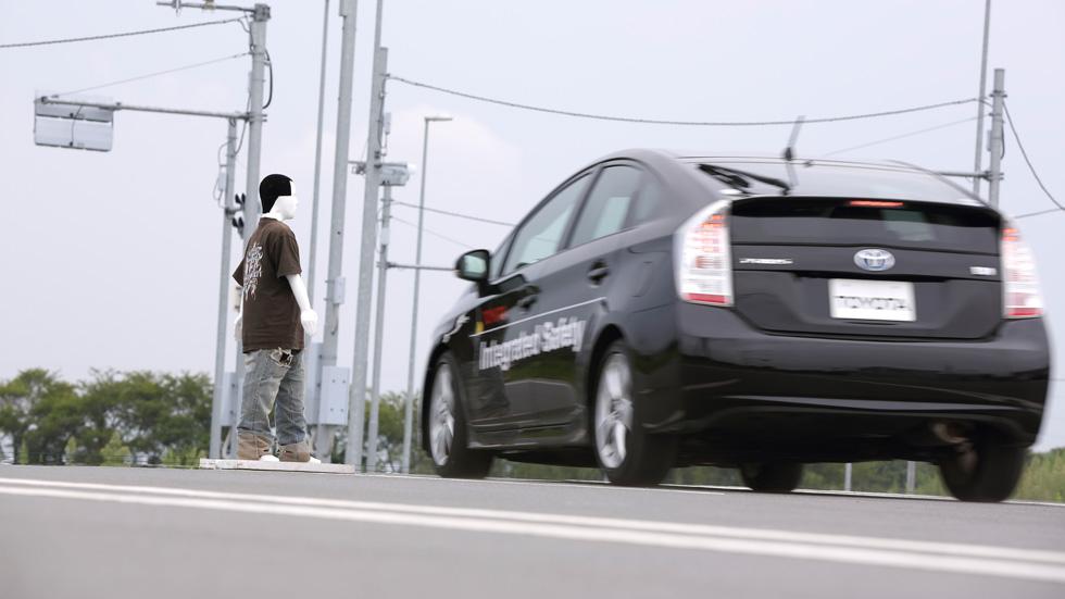 Toyota: conducción autónoma y precolisión con evasión de peatones