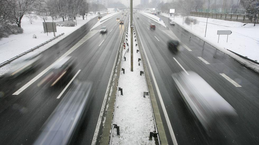 Trucos de conducción y mantenimiento de tu coche sobre nieve