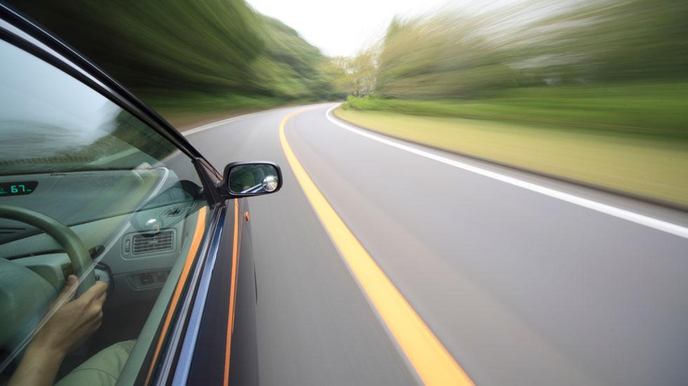 Todos los coches nuevos podrían limitarse a 115 km/h