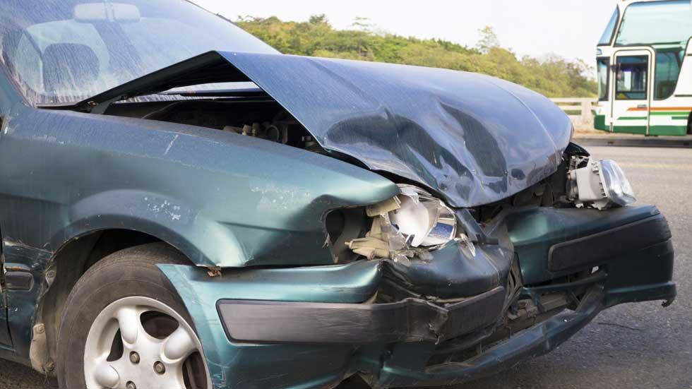 ¿Vehículo viejo? Triple de posibilidades de sufrir un accidente