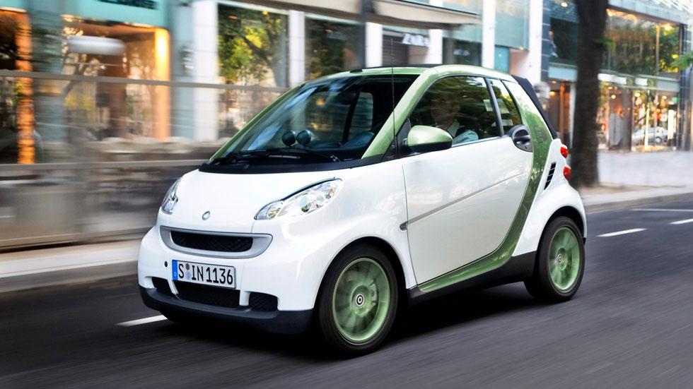 Los vendedores de coches, escépticos con las ayudas a los eléctricos