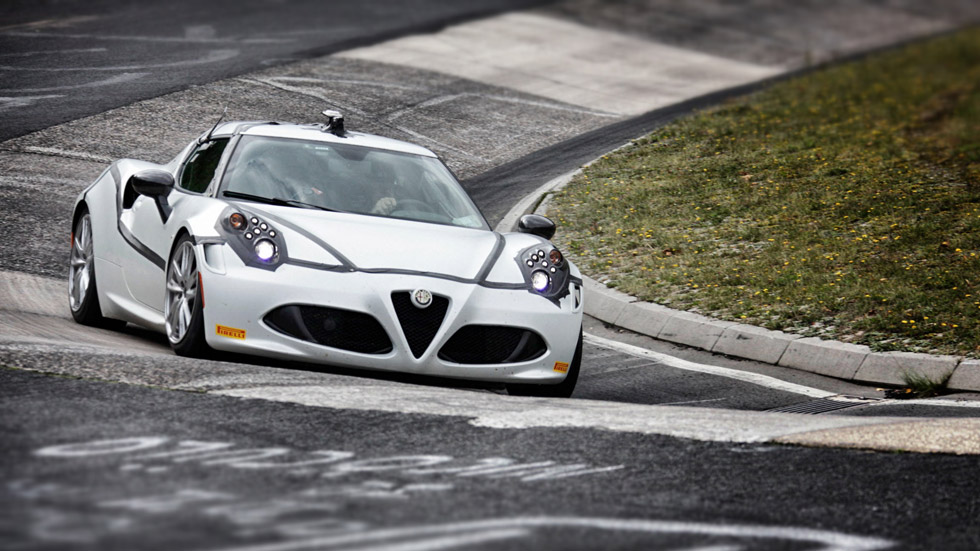 Vídeo: el Alfa Romeo 4C vuela en Nürburgring