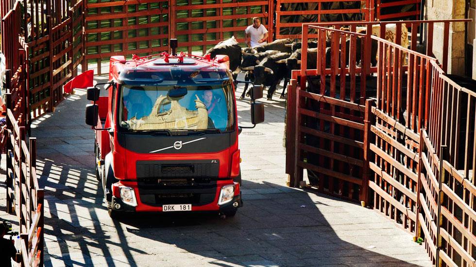 Vídeo: un camión de Volvo contra los toros