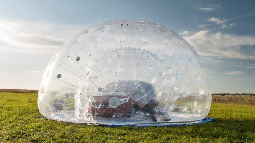 Videonoticia: Nissan crea la esfera CarZorb más grande del mundo