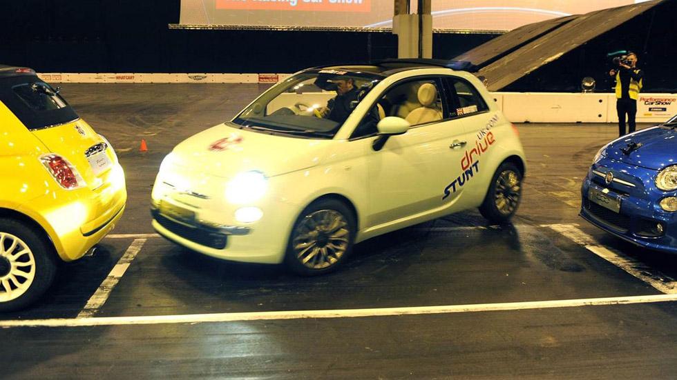 Vídeo: nuevo récord de aparcamiento en paralelo, ahora con un Fiat 500C