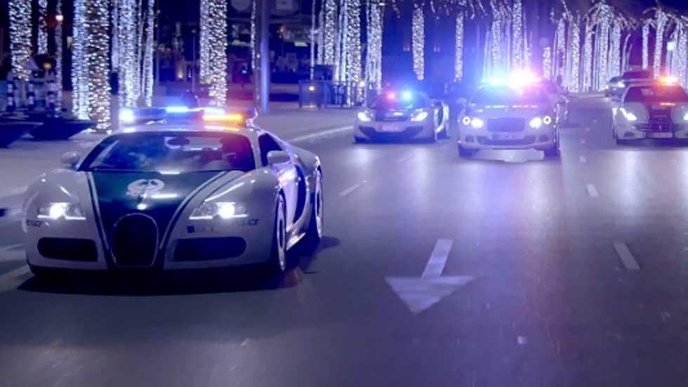 La policía de Dubai fardando de coches de lujo en vídeo
