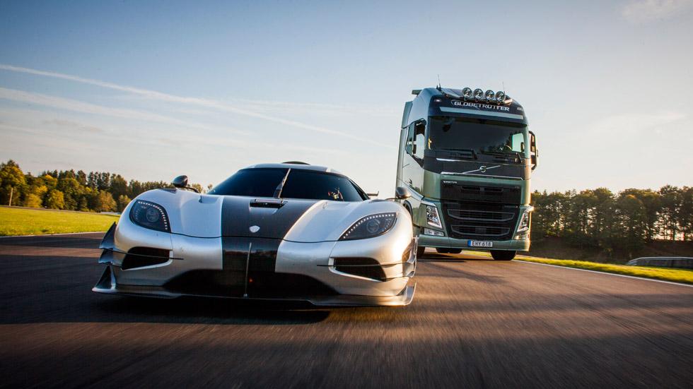 Camión Volvo FH vs Koenigsegg One:1, duelo en circuito
