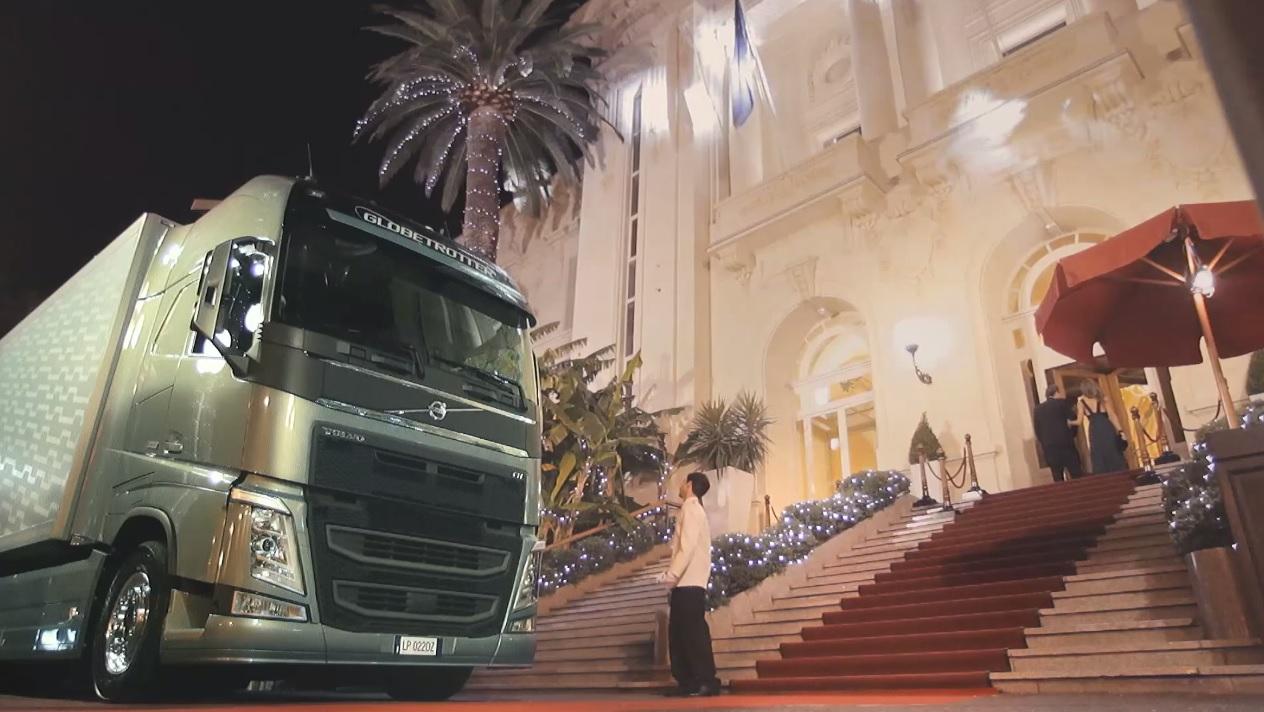 Videonoticia: el aparcacoches novato, contra un Volvo FH