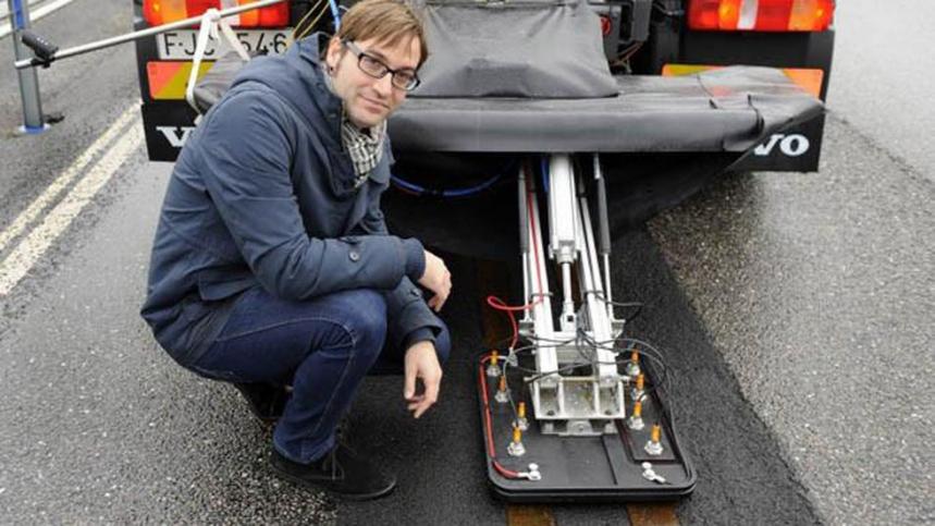Volvo prueba la carretera eléctrica para camiones y autobuses