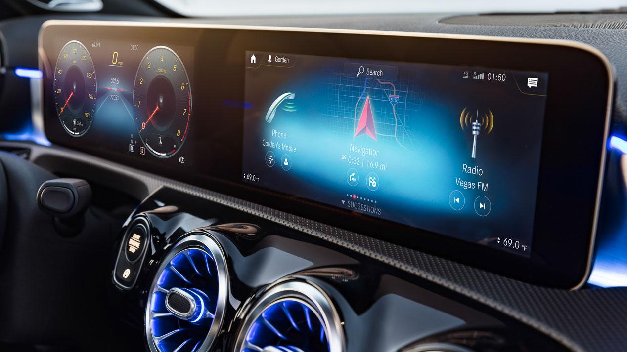 Lucha de compactos premium: Mercedes Clase A 2018 vs BMW Serie 1 y Audi A3 2019