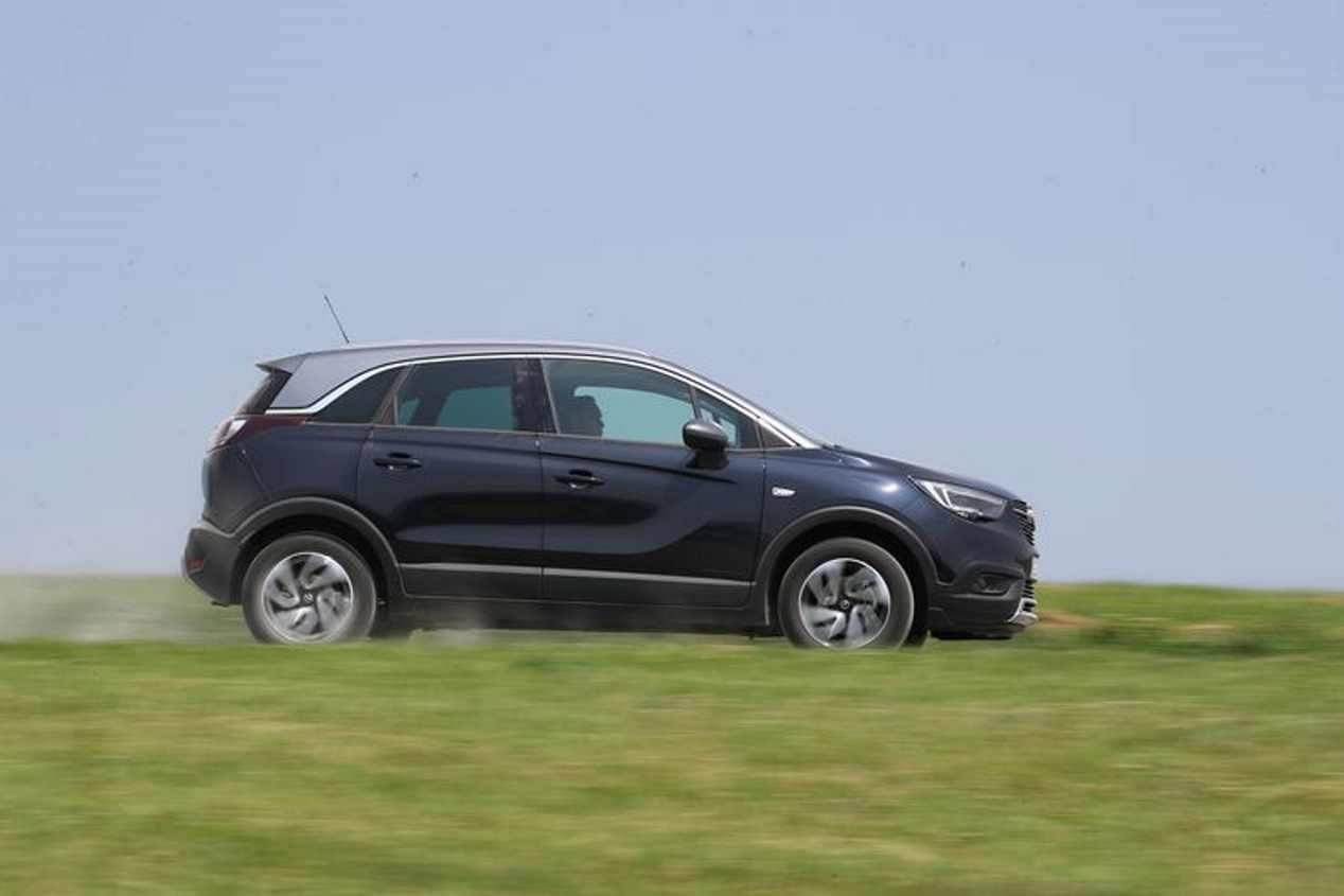 Opel Crossland X 1.2 Turbo, Seat Arona 1.0 TSI y VW T-Roc 1.0 TSI: ¿cuál es mejor?