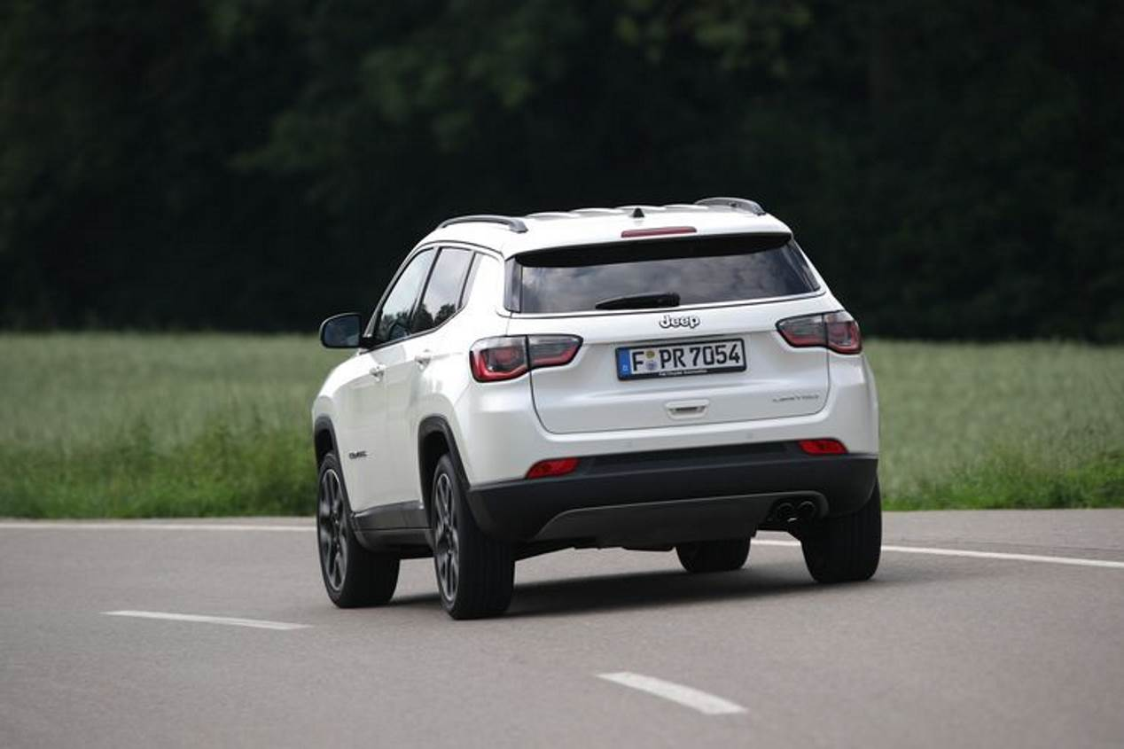 Jeep Compass 1.4 Multiair 140 vs Opel Grandland X 1.2 Turbo vs Skoda Karoq 1.5 TSI