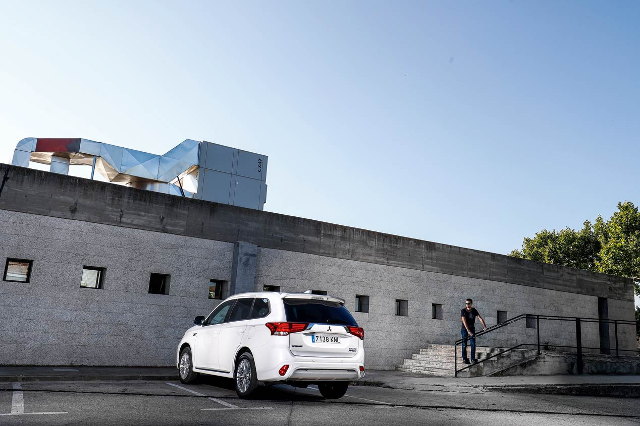 """Mitsubishi Outlander PHEV, con la etiqueta """"0 emisiones"""" de la DGT"""