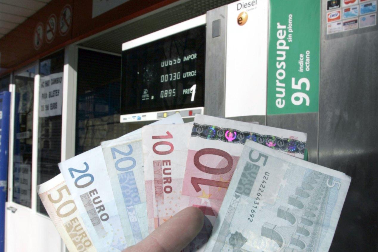 5c0674ad0de694d814349c56 Francia Suspende La Subida De Combustibles Espana Tendra Impuesto Al Diesel