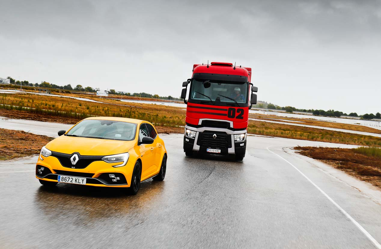 comparativa-renault-megane-rs-cup-vs-renault-trucks-t520