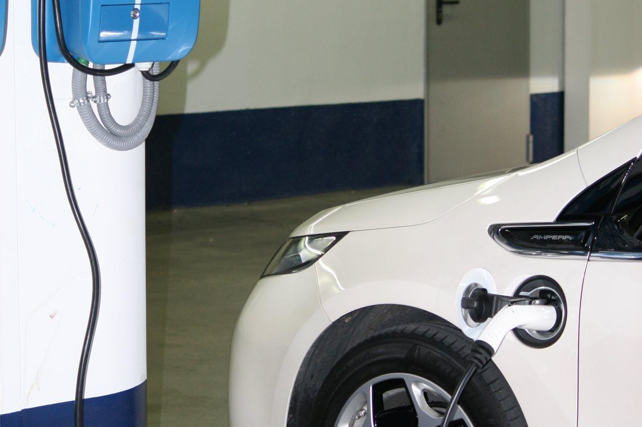 """El panorama """"eléctrico"""" en España: coches, puntos de carga, empresas..."""
