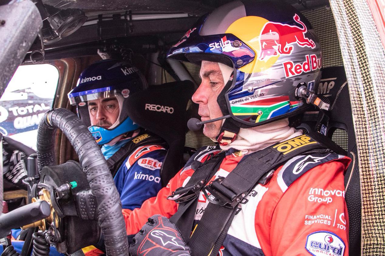 Las primeras imágenes de Fernando Alonso probando el Toyota del Dakar