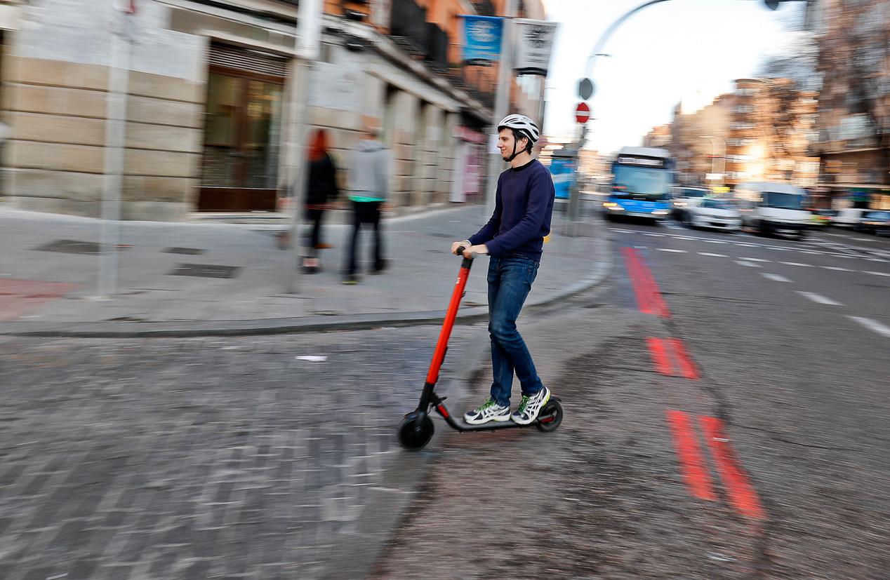 Al manillar del patinete eléctrico de Seat, el eXS KickScooter