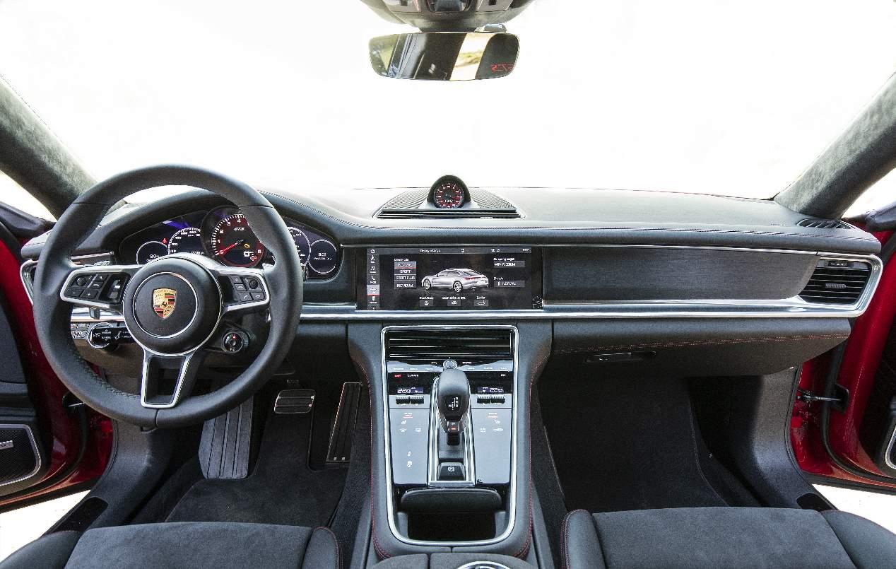 Mercedes-AMG CLS 53 vs Porsche Panamera GTS: dos berlinas deportivas, frente a frente