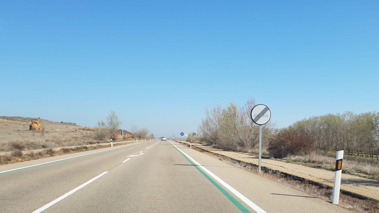 ¿Qué significan y controlan las líneas verdes en la carretera?