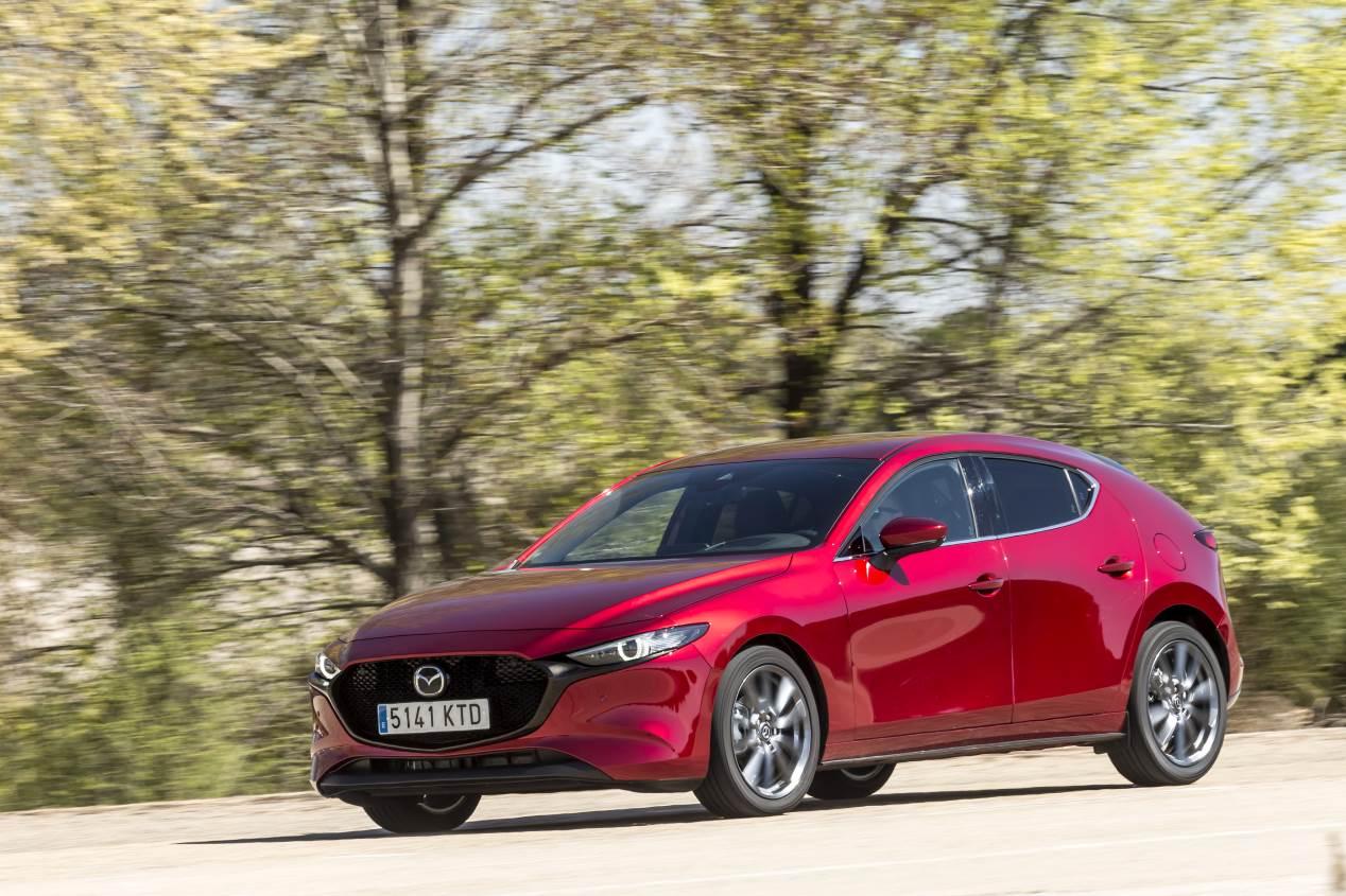 Comparativa: Mazda 3 Skyactiv-G 2.0 vs Toyota Corolla 125H