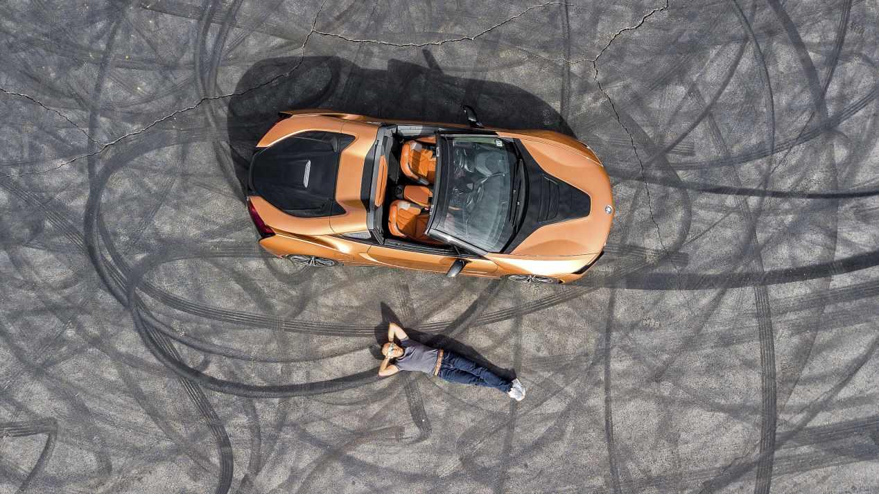 BMW i8 Roadster y C Evolution: movilidad eléctrica a 2 y 4 ruedas... ¡por Los Ángeles!