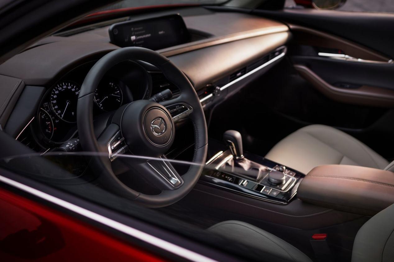 Mazda CX-30 vs Renault Arkana: ¿qué nuevo SUV será mejor?