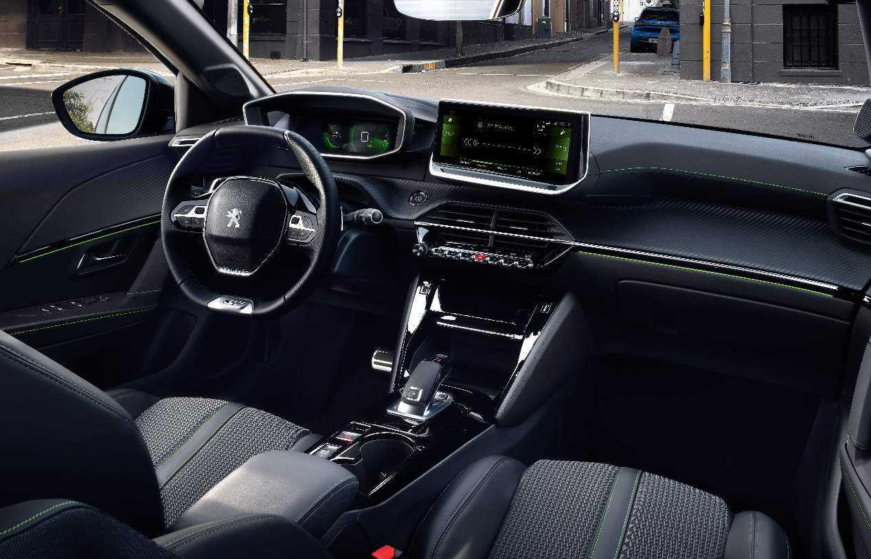 Peugeot e-208 vs Opel Corsa-e: los nuevos utilitarios eléctricos, ¿cuál será mejor?