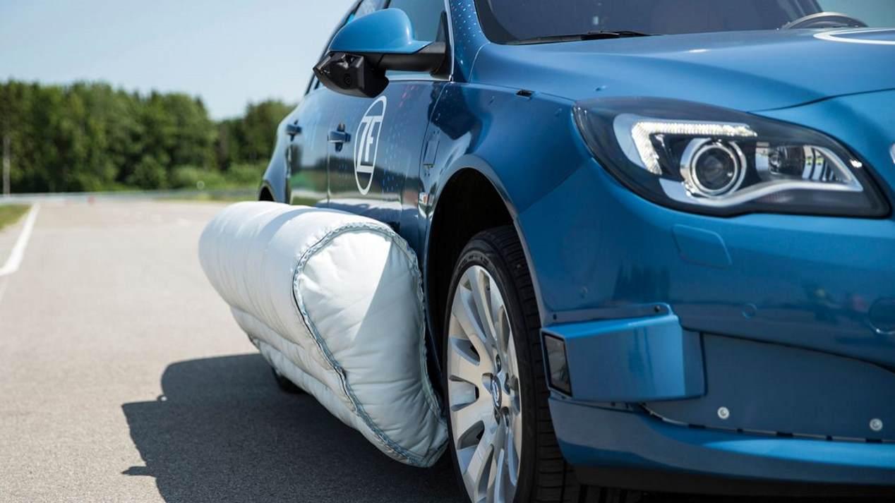 Así funciona el primer airbag lateral externo
