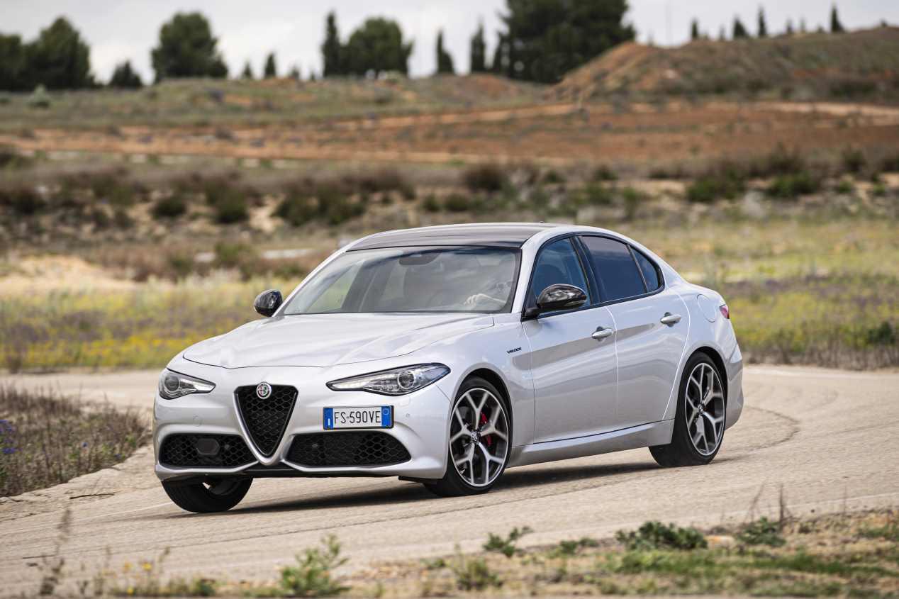 Comparativa: Alfa Romeo Giulia 2.0T Veloce vs Kia Stinger 3.3 T-GDI GT