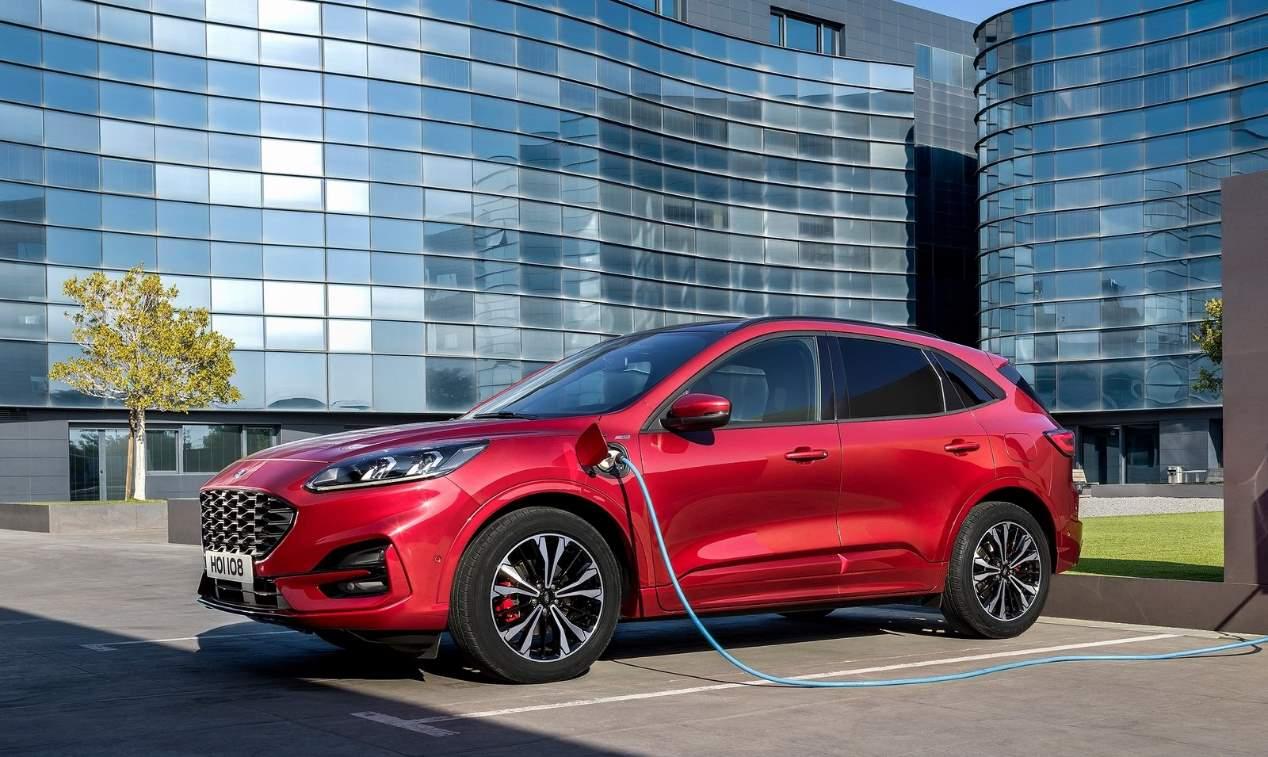 Los nuevos Ford Kuga vs Mazda CX-30, frente a frente