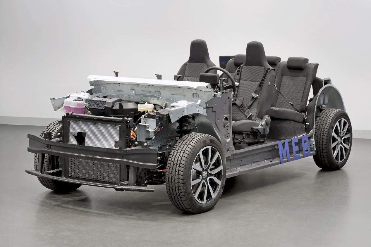 VW Golf 8 vs VW ID.3: ¿qué compacto será mejor, el convencional o el eléctrico?