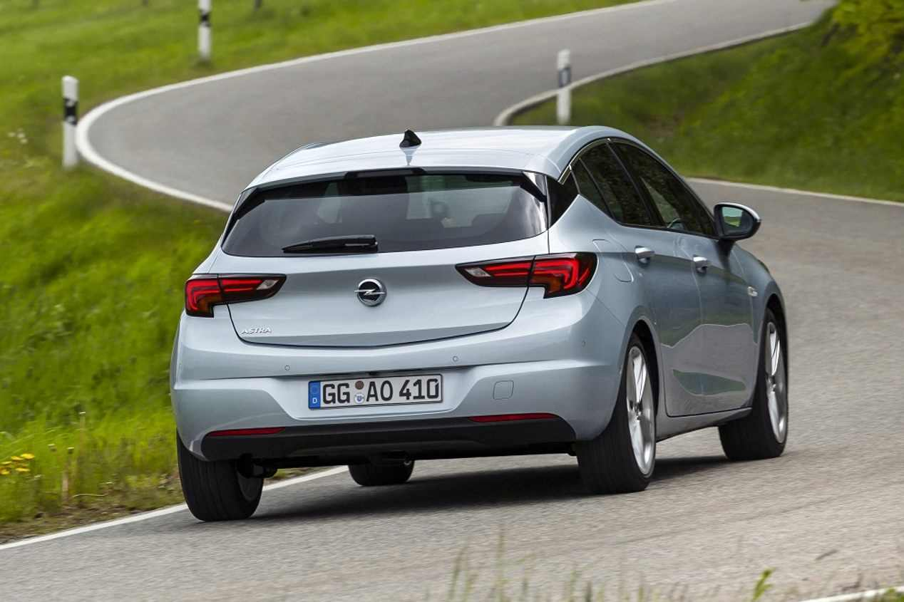 Opel Astra 2019 vs VW Golf 8: el gran duelo de compactos