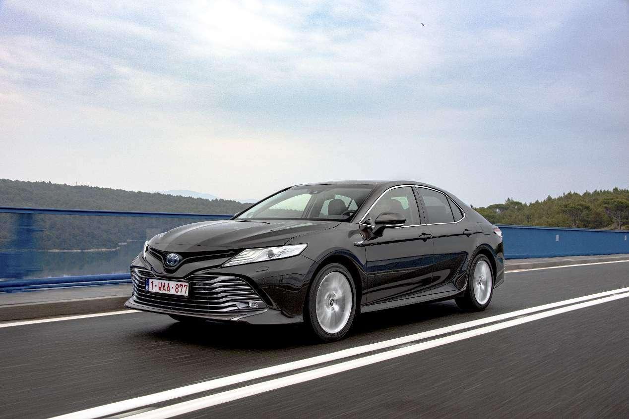 Toyota Camry 2019 vs VW Passat: así son las nuevas berlinas