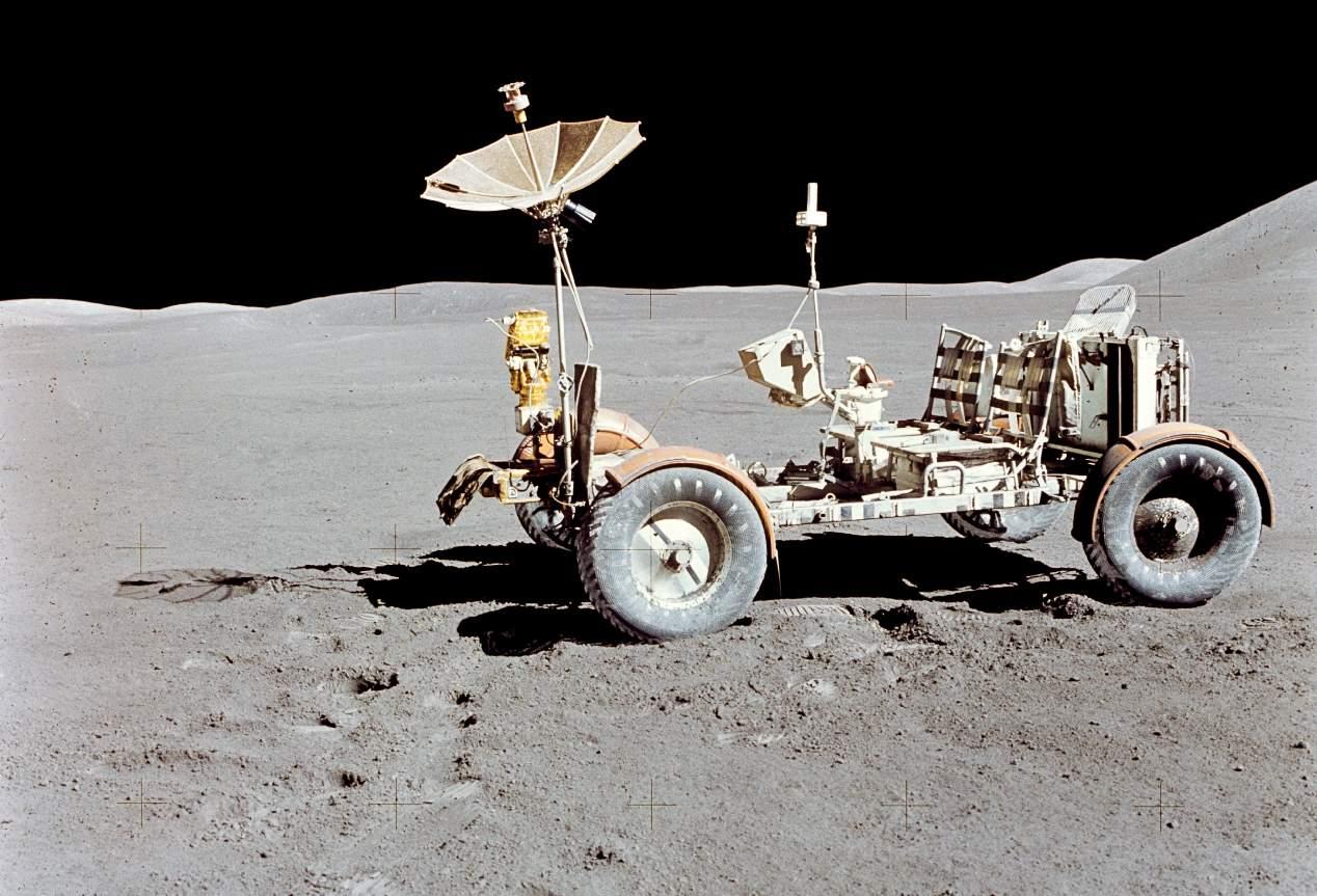Los coches para surcar el espacio de ayer y de hoy