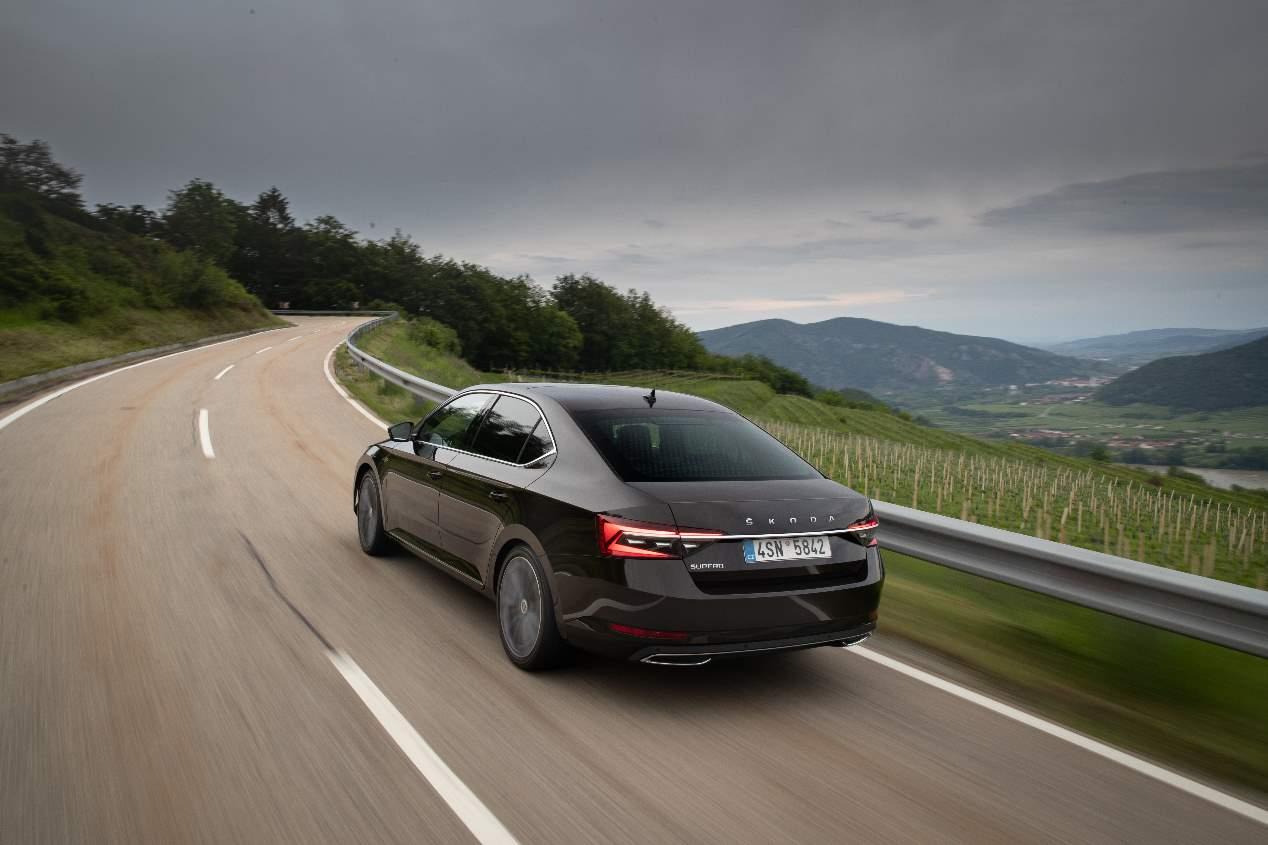 Skoda Superb 2019 vs Opel Insignia 2020, el nuevo gran duelo de berlinas