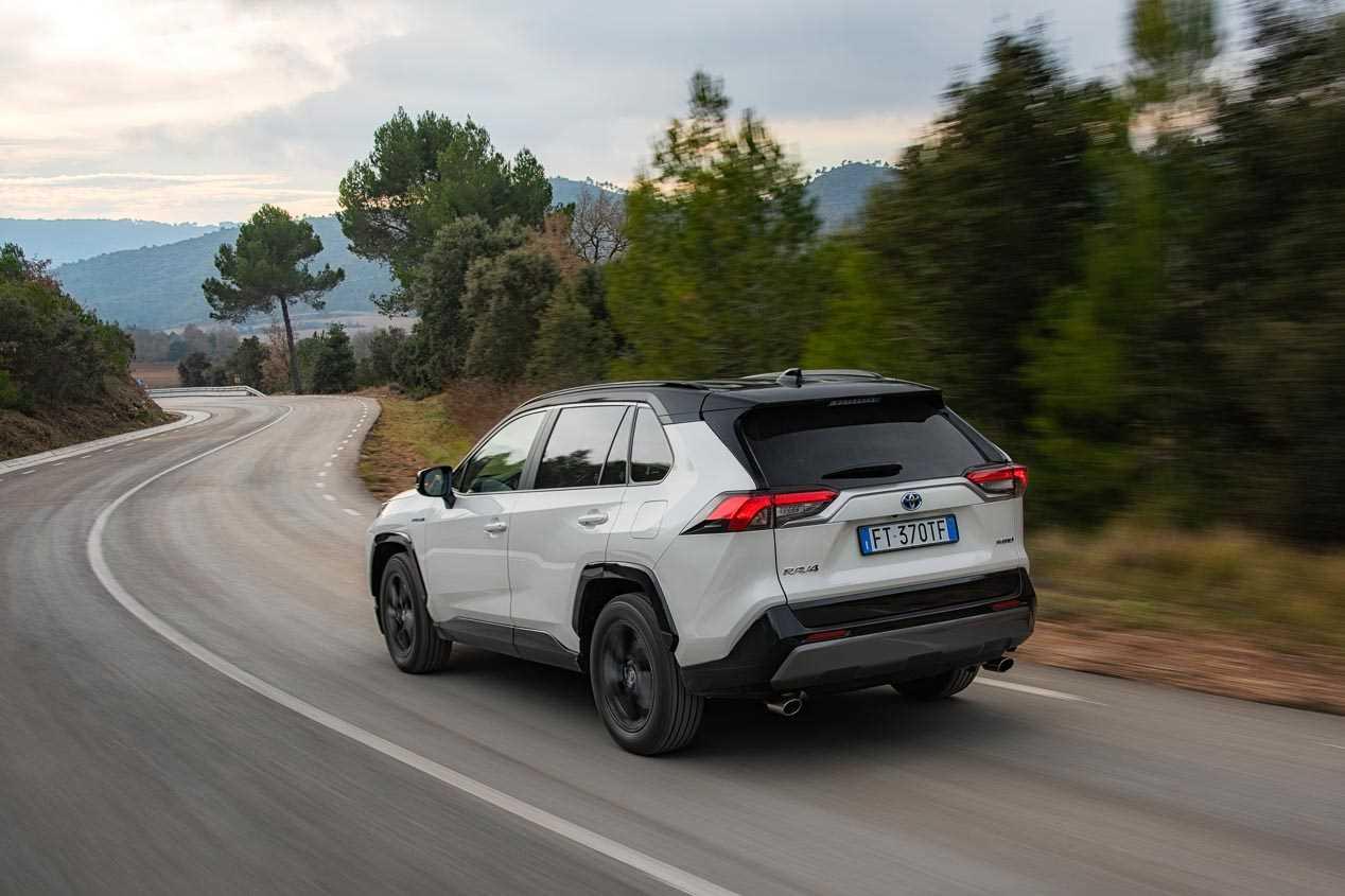 Toyota RAV4 PHEV: la nueva versión híbrida enchufable podría llegar el año que viene