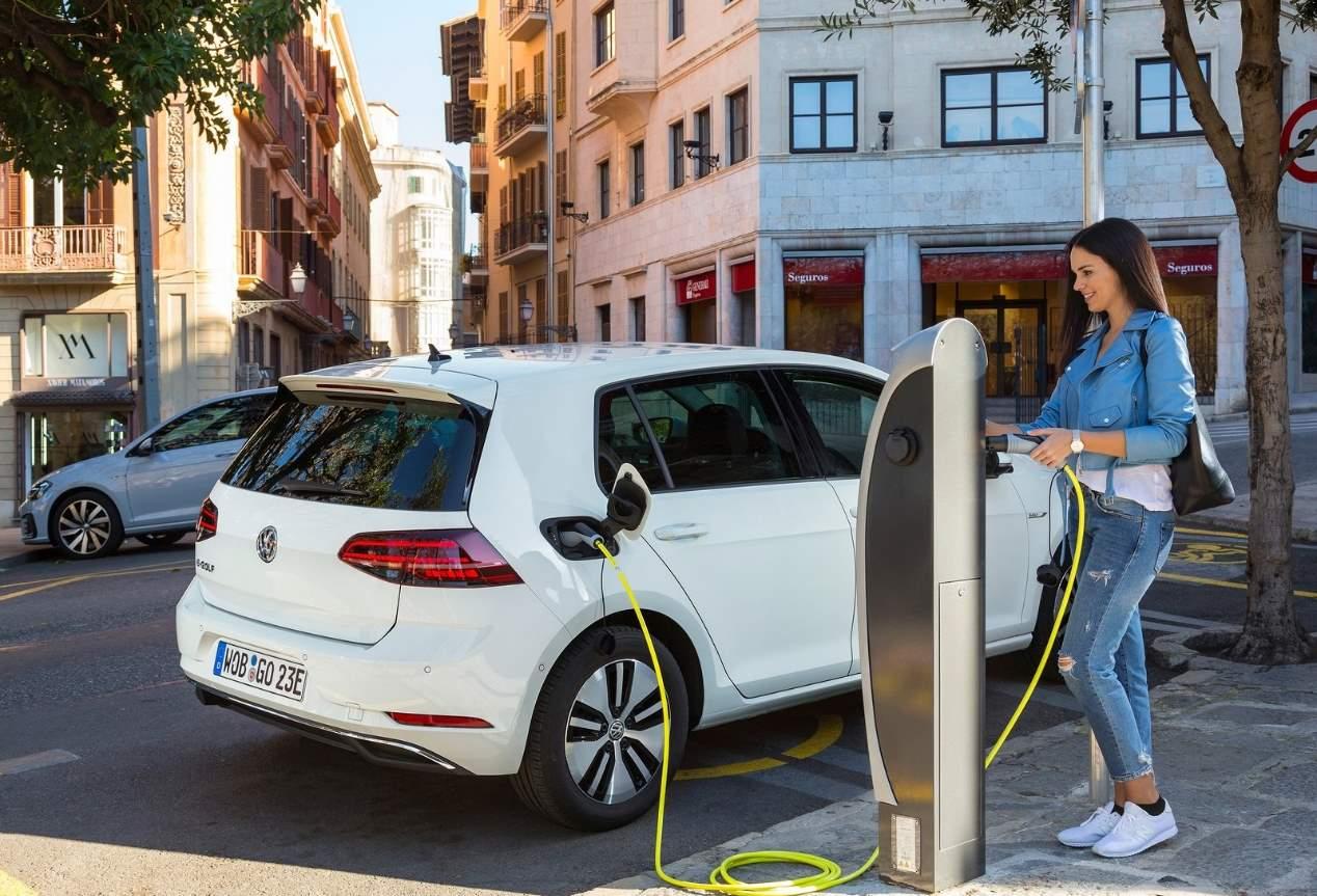 El VW e-Golf eléctrico, ahora más barato en Europa